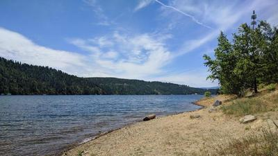 Shoreline by Couer d'Alene Lake in North Idaho